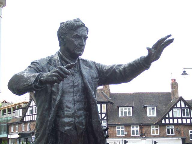 Ralph Vaughan Williams outside Dorking Halls (Photo: Wikimedia Commons/Leo Leibovici)